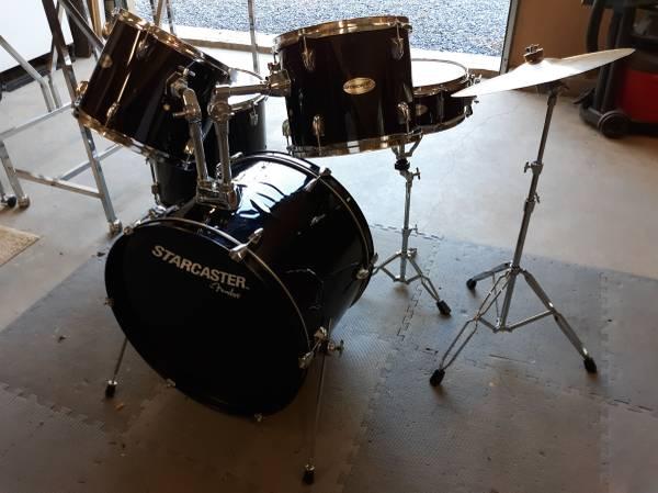 Photo Fender Drum Set - $175 (Browns Summit)