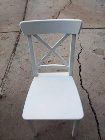 Photo Free White dining room chairs (Oak ridge)