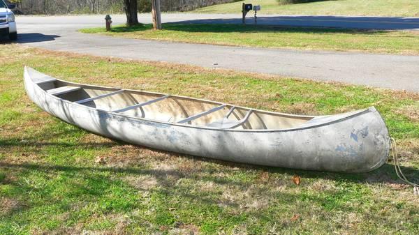 Photo Grumman 17 ft aluminum canoe - $400 (Stuart VA)