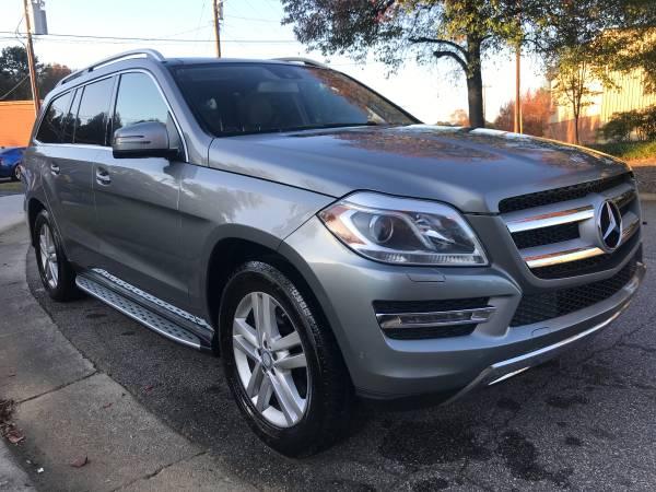 Photo Mercedes DIESEL Strong Wow Loooow MILES - $21,894 (Triad)