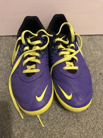 Photo Nike Indoor Soccer shoes - $10 (Graham)
