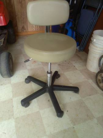 Photo OFFICE OR SHOP ADJUSTABLE CHAIR - $4 (NEAR HOME DEPOT ON WEST WENDOVER AVE)