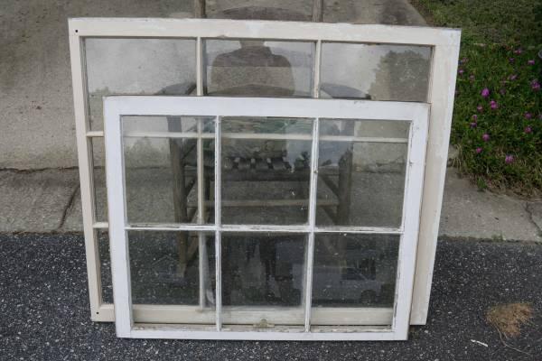 Photo Old school wooden window - 36 quot x 42 14 - $10 (Greensboro)
