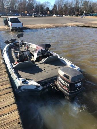 Photo Ranger 364V bass boat for sale - $5,300 (Climax)