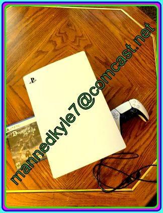 Photo Sony PlayStation 5 disc version - $600 (greensboro)