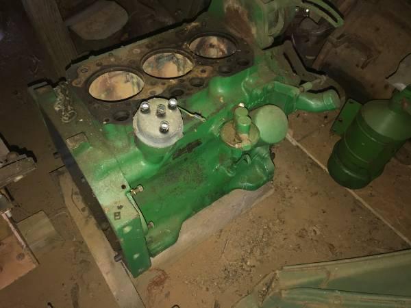 Photo three cylinder gas block crank water pump distributor for a John Deere tractor - $350 (oak ridge)