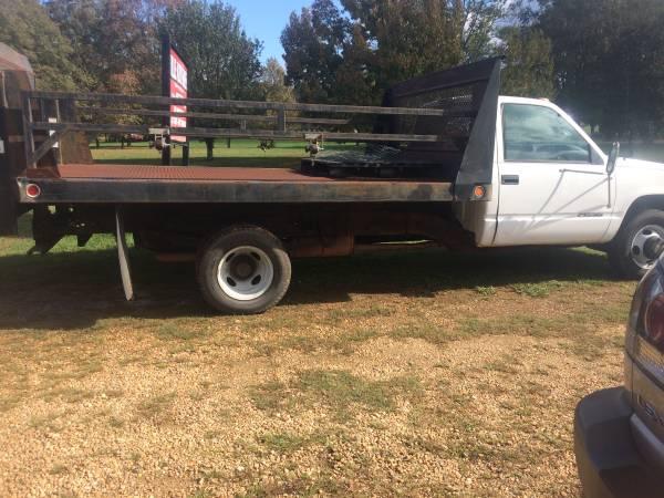 Photo 2000 1 ton 14 ft. flat bed lift gate - $9,500 (Danielsville)