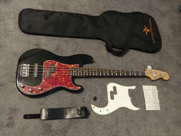 Photo 2004 Fender Squier Standard Series P Precision Jazz Bass (Upgraded) - $295 (Spartanburg, SC)