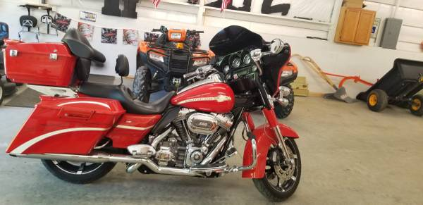 Photo 2010 Harley Davidson Street glide CVO - $14,000 (Fountain Inn)