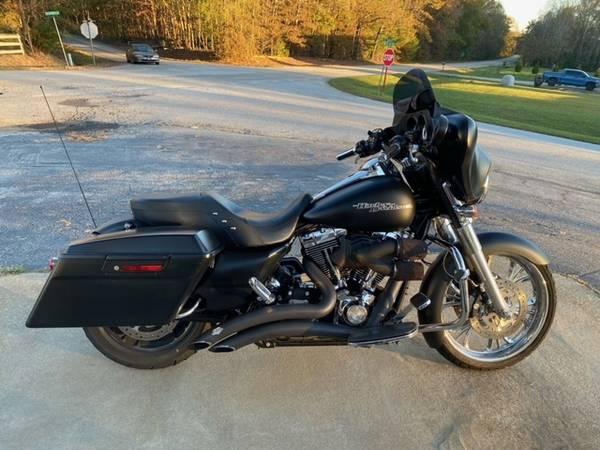 Photo 2011 Harley Davidson Street Glide - $12,500 (Simpsonville SC)