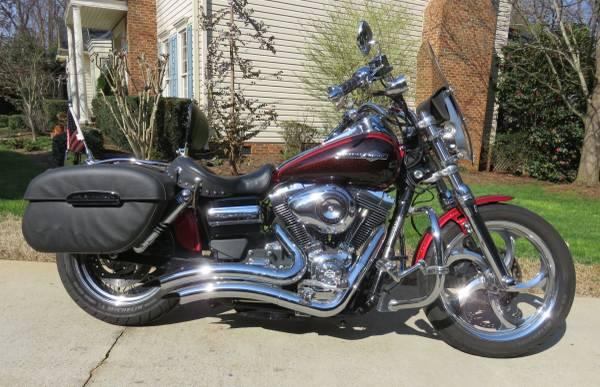 Photo 2012 Harley Davidson Dyna Super Glide ABS - $6,595 (Simpsonville)