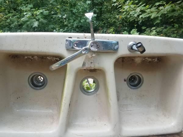 Photo Cast iron farm sink - $250 (Marietta)