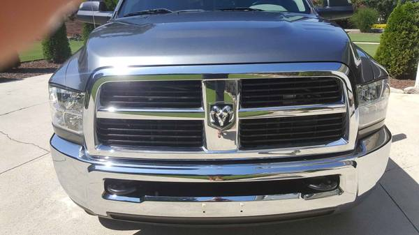 Photo Dodge Ram 2500 , 3500 factory chrome grill - $150