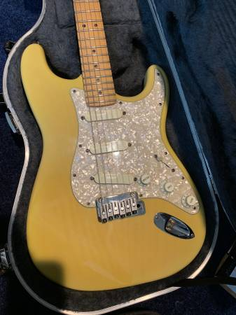 Photo Fender Deluxe Stratocaster Plus (USA) - $1100 (Greenville)