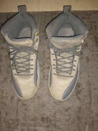 Photo Jordan Retro 12 Wolf grey Size 10 - $10 (Spartanburg)