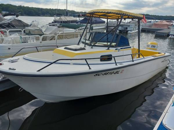 Photo Proline Center Console Boat Walk Around 200hp Johnson Outboard with Trailer - $8,900 (Waterloo)