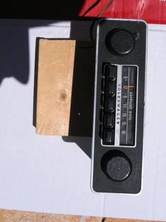 Photo VW Vintage Oem Sapphire AM Radio - $115 (walhalla, SC)