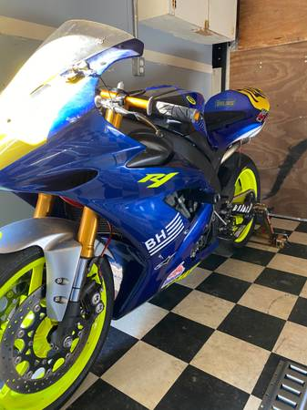 Photo 2005 Yamaha YZF-R1 - $6,000 (Atascadero)