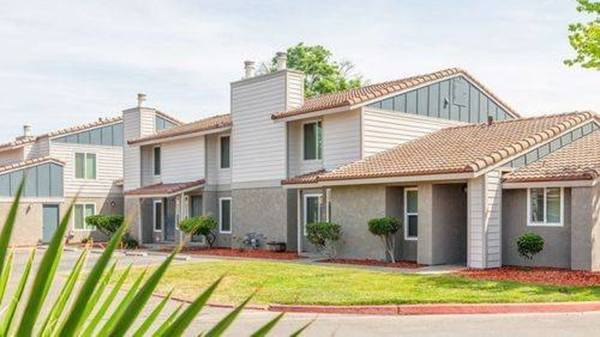 Photo 2Bed 1Bath Cottage Available This Summer Apply Today Before Its Gone (580 West Fargo Avenue, Hanford, CA)