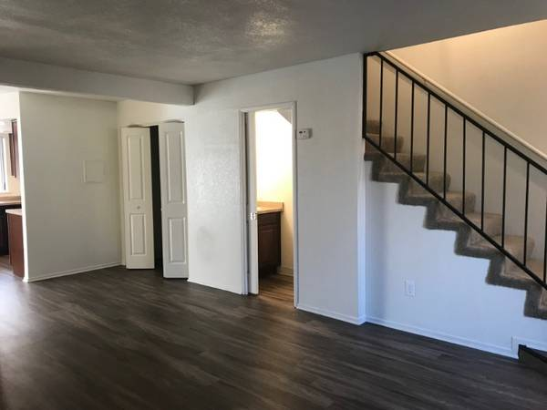 Photo 2 Bedroom Town Home With Laundry Hookups  Awesome Upgrades (580 West Fargo Avenue, Hanford, CA)