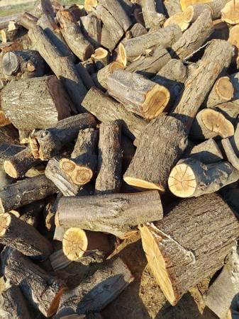 Photo Almond firewood - $220 (Avenal)