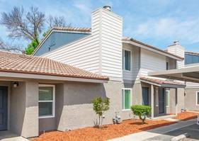 Photo Beautifully Renovated 2 Bedroom Town Home Available This Spring (580 West Fargo Ave, Hanford, CA, US)
