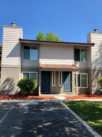 Photo Celebrate Christmas in this 2 Bedroom Townhome (580 West Fargo Ave, Hanford, CA, US)