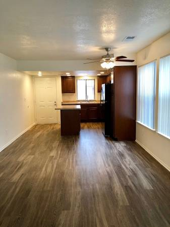Photo Fully Renovated 2 Bed 1 bath Cottage Available For Immediate Move In (580 West Fargo Ave, Hanford, CA, US)