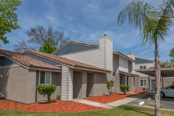 Photo Holly Jolly Season to Rent (580 West Fargo Ave, Hanford, CA, US)