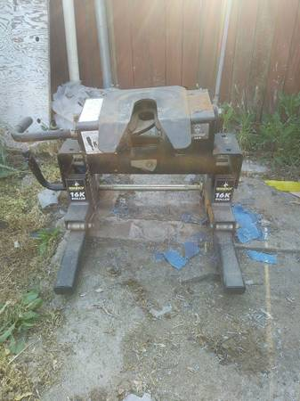 Photo Husky 16k 5th wheel hitch - $250 (Hanford Ca)