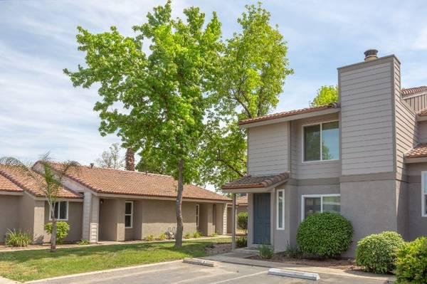 Photo Move in the Spring 3 Bedroom Townhome (580 West Fargo Ave, Hanford, CA, US)