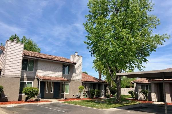 Photo Stylish Recently Updated Townhome 2Bed 1.5Bath We  Pets (580 West Fargo Ave, Hanford, CA, US)
