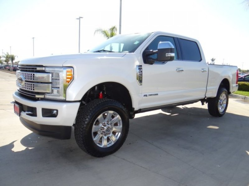 Photo Used 2017 Ford F250 4x4 Crew Cab Platinum for sale