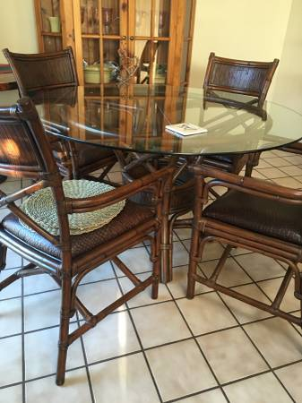 Photo Vintage Pier One Dining Set - $450 (Shell Beach)