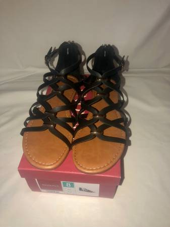 Photo Womens Merona Elani Black Gladiator Flat sandals Size 8 with box No delivery - $15 (Bakersfield)
