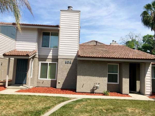 Photo Spring Into Style  2Bed 1Bath Cottage Call Today  (580 West Fargo Ave, Hanford, CA, US)