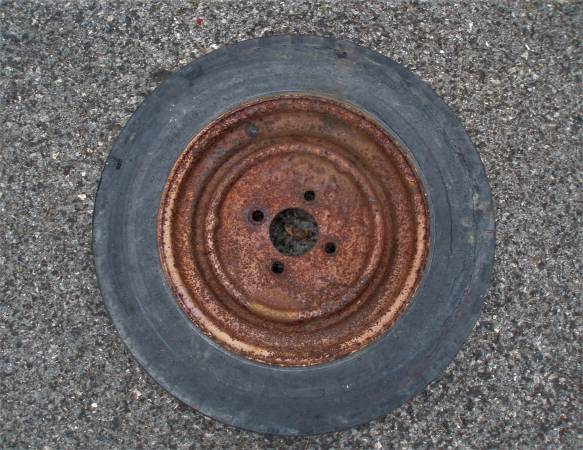 Photo 12quot 4 lug trailer tire  wheel - $15 (Newport)