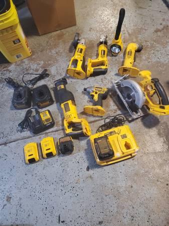 Photo 18 volt Dewalt cordless tools - $400 (Harrisburg)