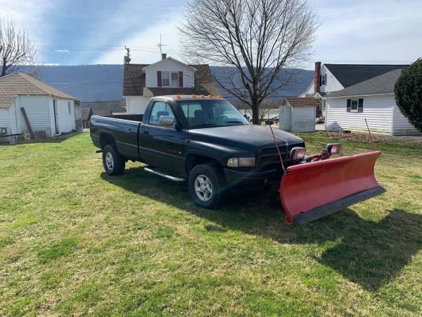 Photo 1997 Dodge Ram 1500 4x4 with 8 Western plow - $1500 (Thompsontown)
