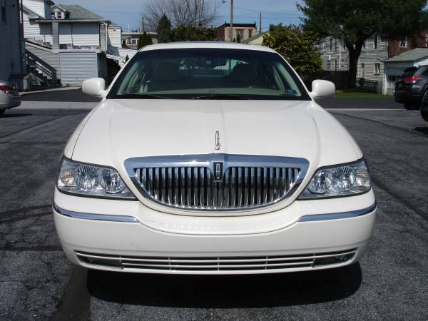 Photo 2007 Lincoln Towncar Designer Series - $6150 (New Cumberland)