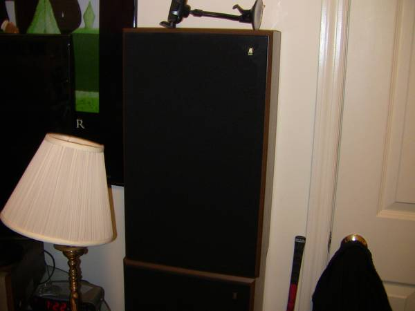 Photo ACOUSTIC RESEARCH AR 38 STEREO SPEAKERS - $90 (Carlisle)