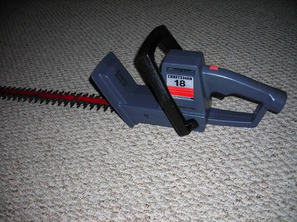 Photo Craftsman Electric Hedge Trimmer - $13 (Mechanicsburg)