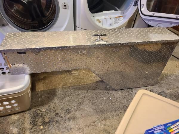 Photo Diamond plate side truck toolbox flip lid - $50 (Harrisburg)