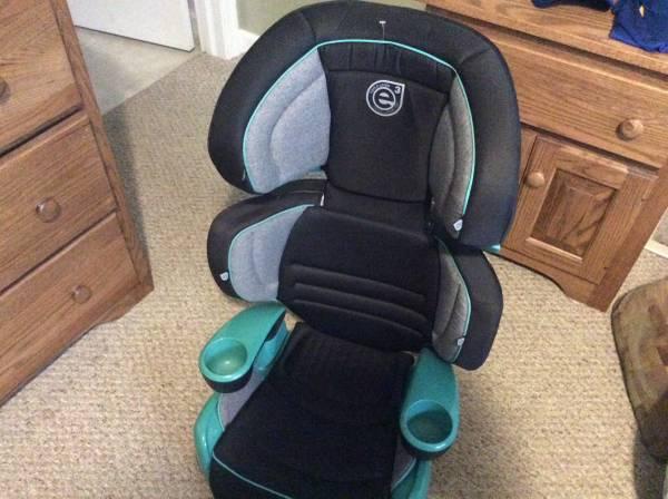Photo Evenflo car booster seat - $45 (Mifflintown)