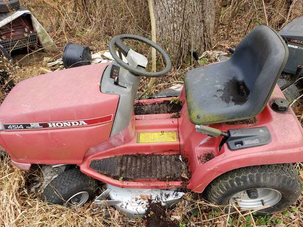 Photo HONDA 4514 TRACTOR MOWER LIQUID COOLED MOTOR - $450 (newville)