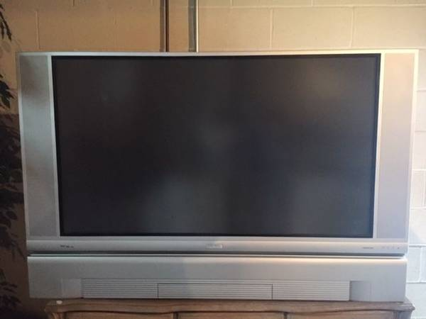 Photo Hitachi LCD Rear Projection TV - 50 inch - $20 (Middletown)