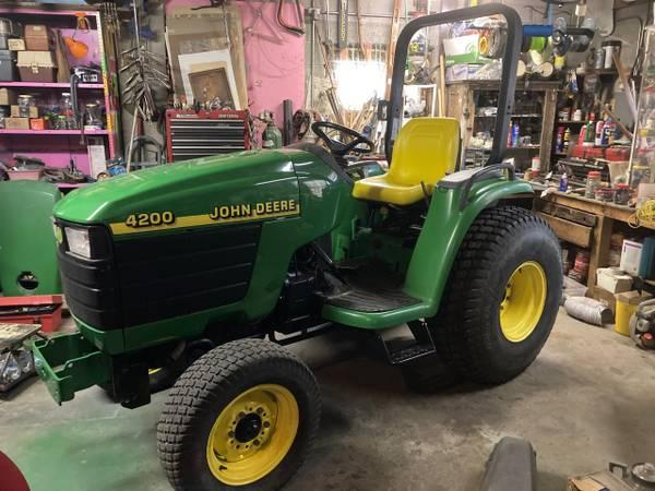 Photo John Deere 4200 Tractor 26hp 2wd (Gahanna Ohio)