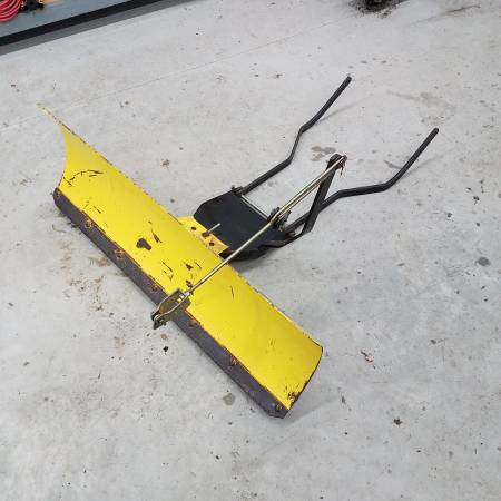 Photo John Deere 42quot snow plow with lift rod and handle cl - $100 (South Eastern York County)