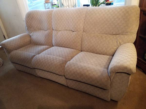 Photo Light tan double reclining couch by La-z-boy - $245 (HarrisburgCan Deliver)