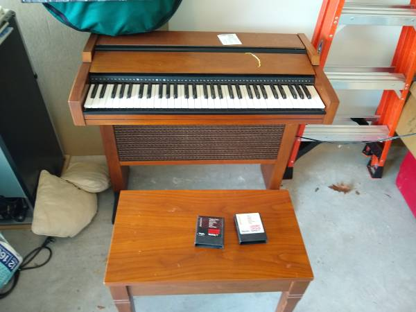Photo Lowrey Organ (Linglestown)